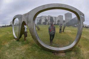 Mandela spectacle sculpture