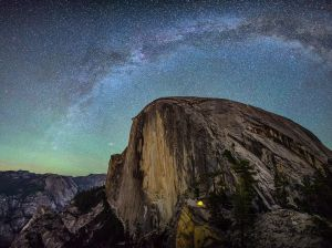 camping-yosemite-night_90166_990x742