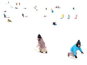 children-snow-japan_85705_990x742