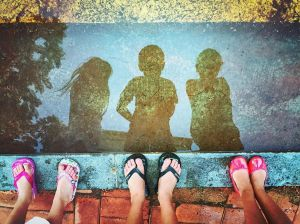 kids-reflection-puddle_90161_990x742