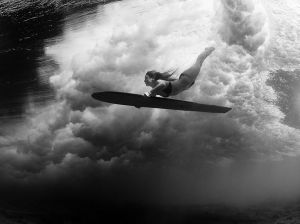 surfing-underwater-waves_89924_990x742