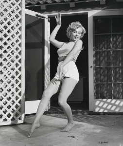 Black & White Portraits of Marilyn Monroe at Home in 1953 (8)
