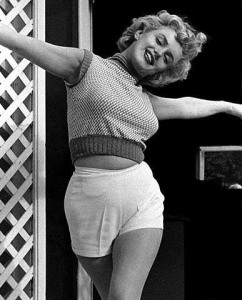 Black & White Portraits of Marilyn Monroe at Home in 1953 (9)