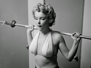 Marilyn Monroe Working Out at the Beverly Carlton Hotel, 1952 (5)
