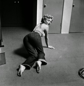 Marilyn Monroe Working Out at the Beverly Carlton Hotel, 1952 (7)
