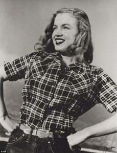 Marilyn_Monroe_s_Very_First_Photoshoot_3_