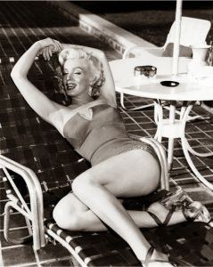 Marilyn+Monroe's+Photoshoots+by+Harold+Lloyd+in+1953+(3)