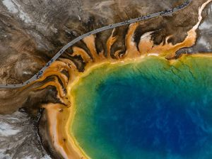 yellowstone-grand-prismatic-aerial_91106_990x742
