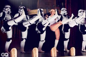 amy_schumer_puts_a_sexual_spin_on_star_wars_themed_photo_shoot_640_06