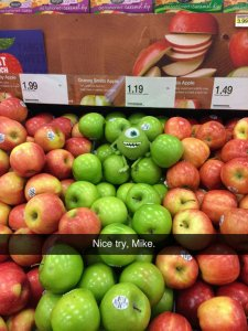 funny-Mike-apples-store-fruit