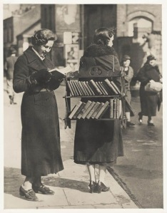 Vintage Photos of Readers in the early 1900s (4)