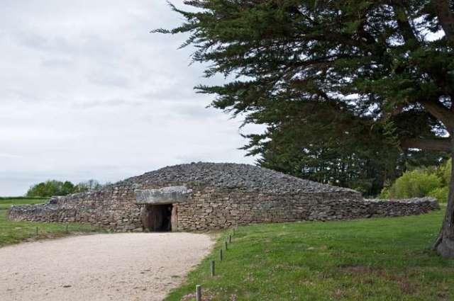 1-stonehengeis.jpg