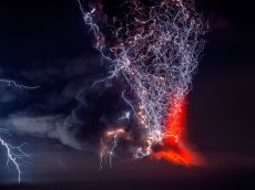 calbuco-volcano-eruption-ngpc2015_92066_990x742 copy