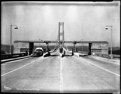 Tacoma_Narrows_Bridge_Toll_Booth_5242189390_188657ffa1_b