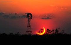 TexasEclipse_Westlake_1080