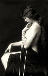 Alfred_Cheney_Johnston_1921