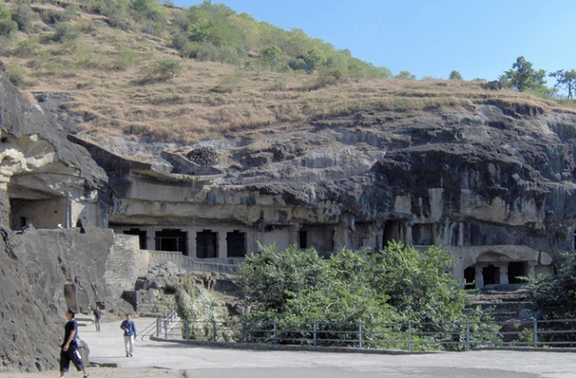 dnews-files-2016-03-Ellora_Buddhist_caves-670-jpg.jpg