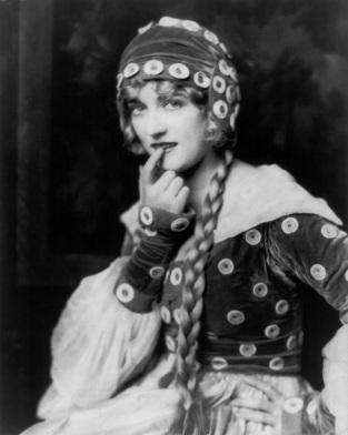 Marion_Davies_Ziegfeld_girl_by_Alfred_Cheney_Johnston_1924