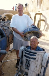 Kenny Baker as R2-D2 on set of Star Wars Episode I: The Phantom Menace in 1999