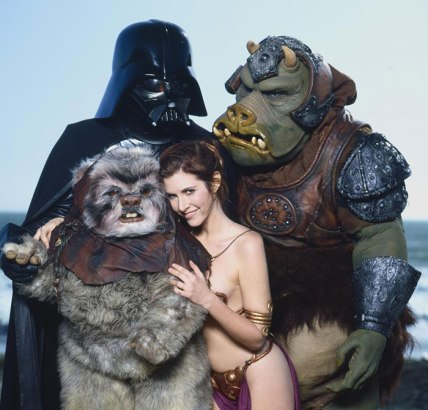 Princess-Leia-Bikini-Hot-Vintage-Photos-22-Beach-with-Ewok