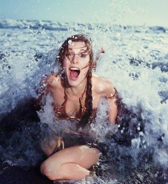 Princess-Leia-Bikini-Hot-Vintage-Photos-22-Beach