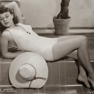 beauties-in-swinsuits-from-between-the-1930s-and-50s-23