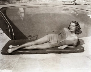 beauties-in-swinsuits-from-between-the-1930s-and-50s-29