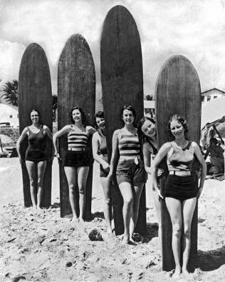 Six young women are ready with their surf boards on a beach in southern California, Southern California, late 1920s or early 1930s. (Photo by Underwood Archives/Getty Images)