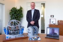 The office of ESO's Director General, Tim de Zeeuw, is already home to Frans Snik's earlier model of the E-ELT. The first example of the new VLT model was presented to de Zeeuw to sit alongside its big brother. Frans Snik himself made the presentation via video link.