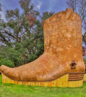 boot_shaped_house_02