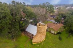 boot_shaped_house_04